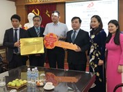 Japan presents Hanoi school Smart Education solutions