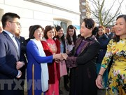 Top legislator meets Vietnamese community in the Netherlands