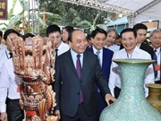PM visits Bat Trang ceramics village
