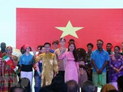 Indonesia presents cultural scholarships to foreign students