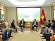Deputy PM Vuong Dinh Hue receives Talanx Deputy Chairman