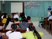 Vinh Long launches swimming course to students, teachers
