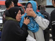 Rescuers search for survivors of Indonesian boat sinking