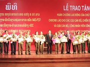 Lao order presented to Thanh Hoa volunteer soldiers