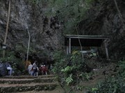 Thailand resumes search for teenager soccer team trapped in cave