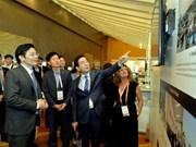 Vietnam attends World Cities Summit in Singapore