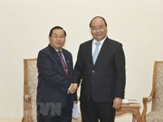 PM looks to maintain high-level visits between Vietnam, Laos