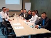 Vietnam, Singapore share experience in trade union work