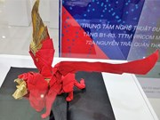 Vietnamese artists wing up Japanese origami art