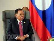 Top Lao leader receives Vietnamese Party officials