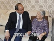 PM visits war martyrs' families in Hanoi