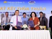 Vietnam Airlines, Vinamilk shake hands to provide 4-star service
