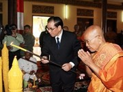 Party chief meets Cambodia's top Buddhist clerics
