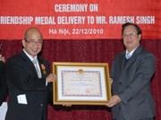 Former int'l director awarded friendship order