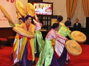 Overseas Vietnamese welcome Lunar New Year