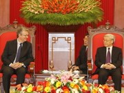 Communist Parties of VN, France enhance ties