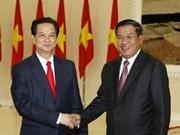 PM Dung holds talks with Cambodian counterpart