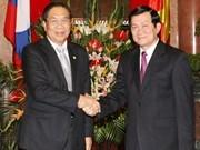 Top Lao leader warmly welcomed in Vietnam