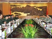 Military officials of VN, China hold talks