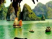 Ha Long Bay's beauty extolled