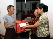 VNA presents gifts to AO victims in Binh Phuoc