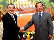 VNA delegation visits Laos