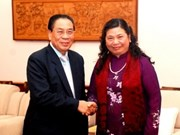Lao leaders greet National Assembly delegation