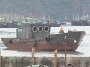 Vietnam fishermen save drowning Chinese