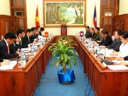 Vietnamese NA delegation holds talks in Laos