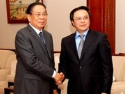 Lao leader receives Vietnamese Party delegation