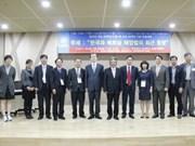 Vietnam, RoK discuss Sea Law