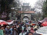 Pilgrims flock to spring festivals nationwide