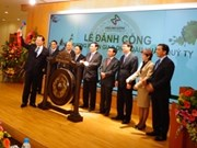 Deputy PM opens securities trading in Hanoi after Tet