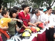 Hanoi encourages riders to use genuine helmets