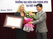 UK representative in Vietnam awarded medal