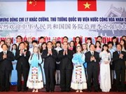 China's Premier meets with Vietnamese, Chinese students