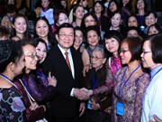 President meets with overseas Vietnamese women