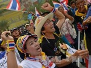 Pro-, anti-government demonstrators rally in Bangkok