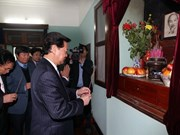 PM pays New Year tribute to Uncle Ho