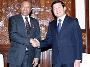 President Sang greets Red Cross official