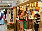 Foreign tourists' shopping hits 6 bln USD in Malaysia