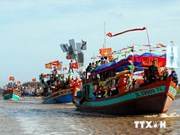 Thousands flock to sea worshipping festival in Tra Vinh