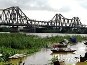 Hanoi to build new bridge near Long Bien bridge
