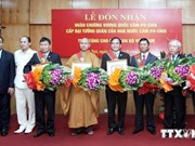 Six Vietnamese receive Cambodia's Royal Order of Sahametrei