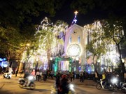 Christmas wishes come to southern Protestants, Catholics