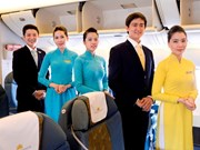 National carrier Vietnam Airlines unveils new staff uniform