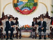 Vietnam, Laos strive for 2-billion-USD trade turnover in 2015