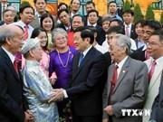 President receives handicraft artisans
