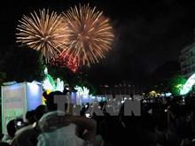 Vietnamese people welcome New Year in joyful mood