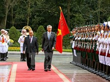 Singaporean Prime Minister Lee Hsien Loong welcomed in Hanoi